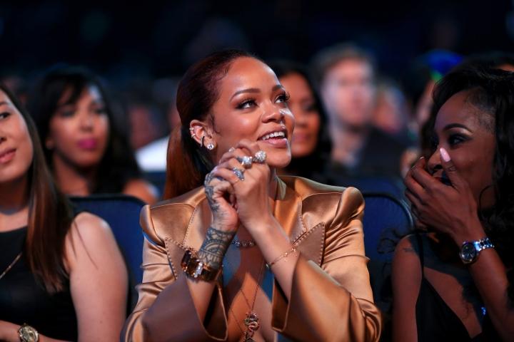 Best R&B Song: Rihanna (Kiss It Better)