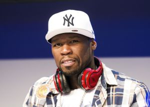 '50 Cent' Holds Autograph Session