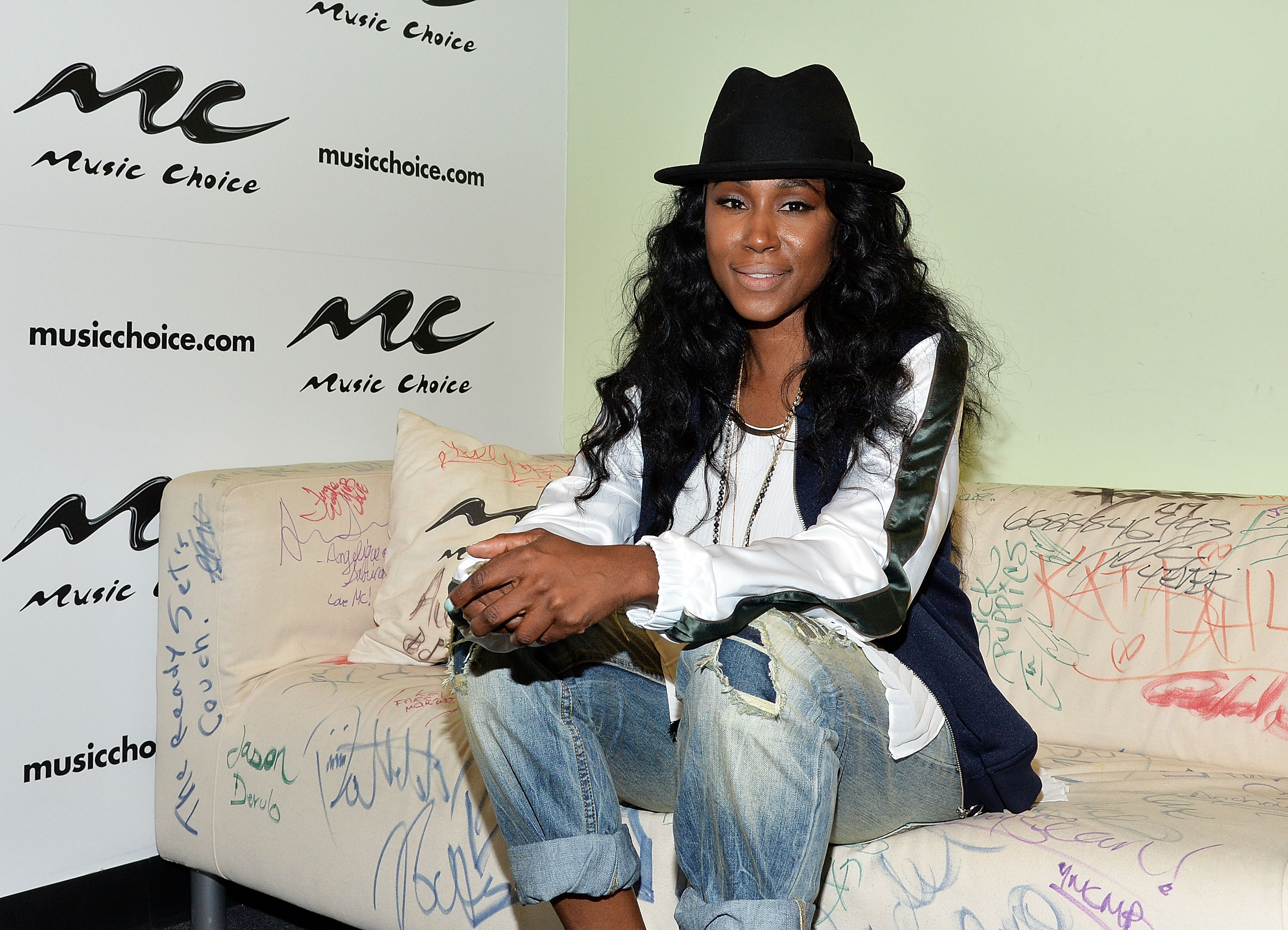 R&B Artist Tweet Visits Music Choice