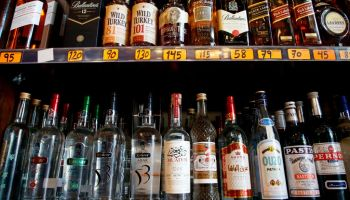 PALESTINIAN-ISRAEL-ALCOHOL-LIFESTYLE