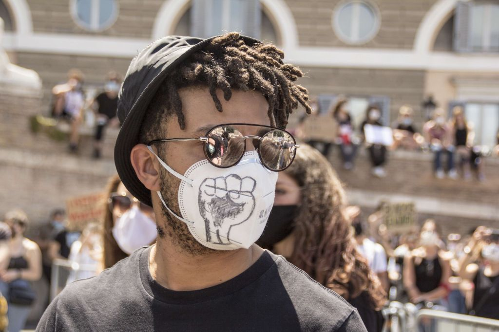 """Rome, june 7th, 2020. A demonstration in memory of George Floyd was taken by thousand people in Piazza del Popolo. All people shared their """"Black lives matter"""", """"no Justice no Peace"""" mottos pacifically, all wearing their masks and takin"""